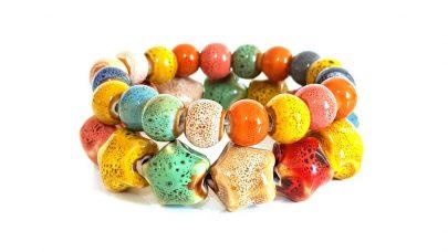 Βραχιόλια από κεραμικές πολύχρωμες χάντρες