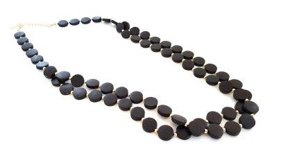Μακρύ μαύρο κολιέ