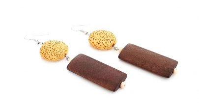 Κρεμαστά σκουλαρίκια με ηφαιστειακές πέτρες και ξύλο