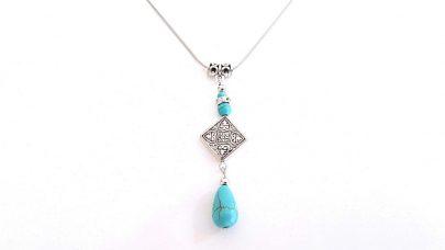 Κοντό κολιέ με γαλάζιες πέτρες χαολίτη