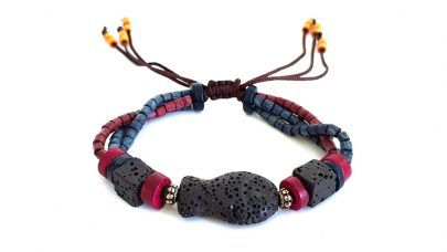 Bracelet with volcanic stones and wooden beads