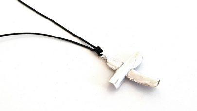 Κολιέ με μοντέρνο σταυρό