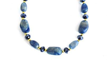 Κοντό κολιέ με μπλε-χρυσές πέτρες
