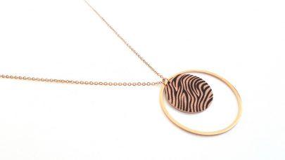 Ατσάλινο μακρύ κολιέ με zebra print