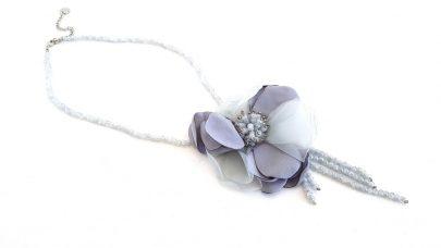 Κολιέ με σιέλ λουλούδι