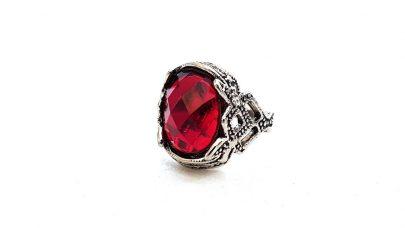Δαχτυλίδι με κόκκινη πέτρα