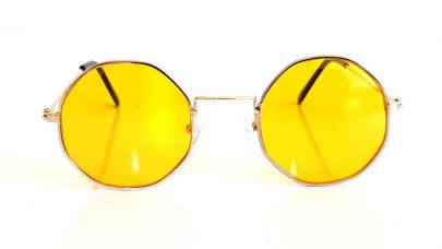 Sunglasses with polygonal rounded lenses