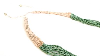 Necklace with fine beads