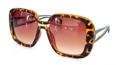 Μεγάλα γυαλιά ηλίου με τετραγωνισμένους φακούς